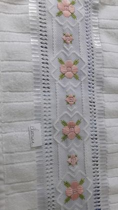 Hardanger Embroidery, Embroidery Stitches, Hand Embroidery, Crochet Bedspread, Maria Jose, Ravelry, Diy And Crafts, Rugs, Color