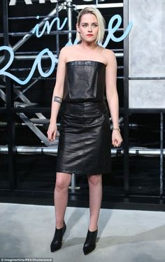 Kristen Stewart at Chanel Paris in Rome Replica Show : Kristen looked pretty great wearing Chanel head-to-toe (including the makeup). The wrinkles on her bustier dress is a bit distracting and frankly, annoying but I guess that was inevitable!