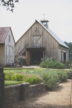 love the barn and the beautiful landscaping...
