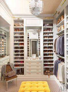 can we please have this amazing closet?!