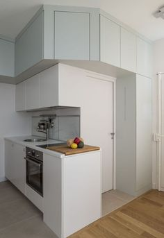 Studio Paris 30 in Odeon – Dekoration Ideen Retail Interior, Kitchen Interior, Kitchen Decor, Deco Studio, Tiny Studio, Compact Living, Tiny Living, Small Apartments, Small Spaces