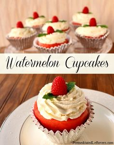 How to make watermelon cupcakes with real watermelon. A step by step tutorial showing how to make create watermelon cupcakes and decorate them with berries. Mini Desserts, Just Desserts, Delicious Desserts, Summer Desserts, Summer Recipes, Healthy Cupcakes, Yummy Cupcakes, Healthy Cake, Cupcake Recipes