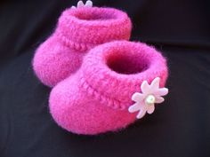 Felted Baby Booties Knitting Pattern Baby Booties Knitting Pattern, Baby Knitting, Knitting Patterns, Crochet Patterns, Knitting Ideas, Sewing Patterns, Felt Booties, Knitted Booties, Gestrickte Booties