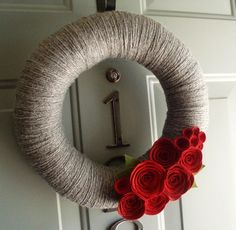 Yarn and felt wreath. Nice, I was thinking of making a late summer wreath for the door.