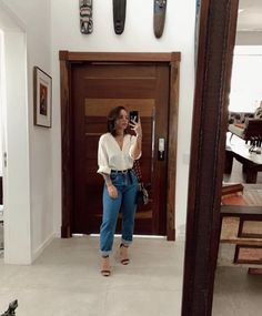 Look con jeans retro o Mom jeans: Como llevarlos Winter Fashion Outfits, Look Fashion, Spring Outfits, Fashion Clothes, Cute Casual Outfits, Simple Outfits, Stylish Outfits, Looks Style, Casual Looks