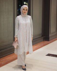 Dress Muslim Modern, Dress Brokat Modern, Abaya Fashion, Muslim Fashion, Women's Fashion Dresses, Kebaya Modern Hijab, Kebaya Muslim, Kebaya Lace, Kebaya Dress