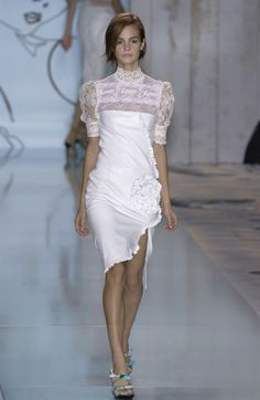 Cacharel Spring 2002 Runway Pictures - Livingly