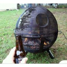 For the outdoorsy nerd :: Star Wars Death Star fire pit. Film Mythique, Cool Fire Pits, Geek Decor, Death Star, Barbacoa, Geek Out, Photos Of The Week, Looks Cool, Gazebo
