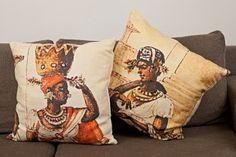 FOTO1 - As almofadas foram criadas a partir das pinturas de Debret e misturam impressão com bordados