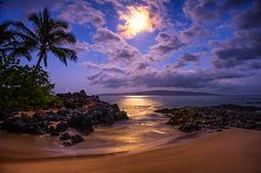 Moonlight - Maui, Hawaii/ good night I love you. Beautiful Moon, Beautiful Beaches, Beautiful World, Dream Vacations, Vacation Spots, Skier, Hawaii Life, Maui Hawaii, Hawaiian Islands