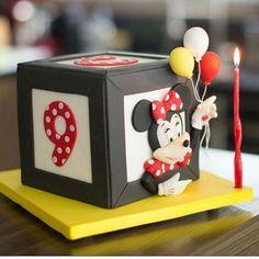 So CUTE & Spot On 👯🌟🎁🎈..... Spotted this BEAUTIFUL Cake INSPIRATION via @marianafrancojunqueira ❤❤❤💝💝👌#Cakebakeoffng #CboCakes #Instalove #Likeforlike #AmazingCake #CakeInspiration