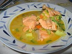 FINNISH MEALLOHIKEITTO: Creamy salmon soup It has boilled salmon fillets, potatoes and leeks.