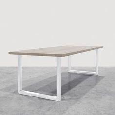 Maatwerk designtafels, op maat gemaakt. Massief hout en gecoat staal, compleet met stoelen of verlichting. Kies afmeting en afwerking in onze showroom.