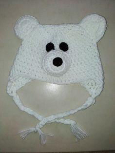 Polar bear crochet hat / gorro de oso polar en cochet $ 150.00 pesos mexicanos mas gastos de envio
