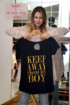 Camisetas com a frase e o humor que você precisa.