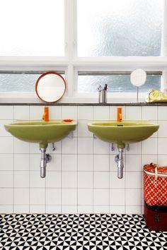 Bathroom Decor green Retro Bathroom Refresh: Why Older Bathroom Suites are Still Sweet Retro Bathrooms, Modern Bathroom, Small Bathroom, Colorful Bathroom, Bathroom Green, Avocado Bathroom Suite, Retro Bathroom Decor, Bathroom Colors, Master Bathroom