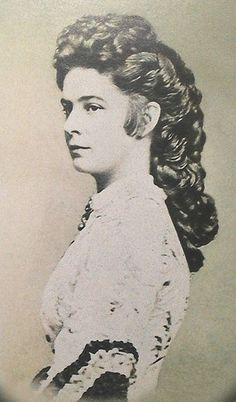 Empress Elisabeth (Sissi) of Austria in her iconic hairstyle Old Pictures, Old Photos, Vintage Photos, Time Pictures, Empress Sissi, The Empress, Franz Josef I, Kaiser Franz, Austrian Empire
