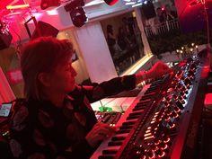 レジェンド小室哲哉が、音楽×アートの新世代ラグジュアリーパーティ「TOKYO LOUNGE」の最後をDJで飾る。待ち望んでいたかのように会場は熱気に包まれた @tetsuya_komuro #TOKYOLOUNGE
