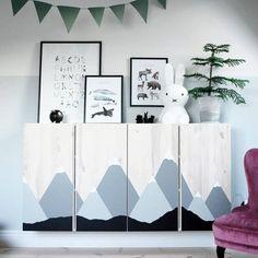 IKEA IVAR Hack: The wooden shelf in the children's room - Limmaland Bl Ikea Ivar Hack, Hacks Ikea, Ikea Storage Units, Kids Storage, Ikea Nursery, Nursery Storage, Nursery Rugs, Bedroom Storage, Nursery Ideas