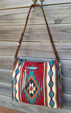 Would you like to win this Custom Saddle Blanket bag? Enter for a chance to win … – Bag İdeas Saddle Blanket, Western Purses, Carpet Bag, Boho Bags, Beautiful Bags, My Bags, Purses And Handbags, Fashion Bags, Bag Accessories