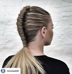 A pipe braid is one of my favorite workout hairstyles! Let's kick off the new year right! Here are the top 10 best hairstyles for working out so you can look fabulous while achieving those New Year's resolutions. Toddler Braided Hairstyles, Little Girl Braid Hairstyles, Twist Braid Hairstyles, Workout Hairstyles, Easy Hairstyles, Hairstyles 2018, Beautiful Hairstyles, Hot Hair Styles, Curly Hair Styles