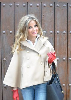 Love the whole look! Red gloves   Te Cuento Mis Trucos