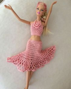 Crochet Barbie Patterns, Crochet Barbie Clothes, Doll Clothes Barbie, Barbie Dress, Crochet Dolls, Barbie Doll, Small Crochet Gifts, Crochet Baby Booties, Crochet Fashion