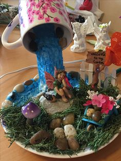 Floating tea cop fairy garden l Fairy Gardens Fairy Pots, Mini Fairy Garden, Fairy Gardens, Flower Pot Crafts, Fairy Crafts, Tea Cup Art, Tea Cups, Floating Tea Cup, Floating Garden