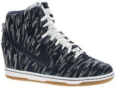 Sélection Basket montante Nike Dunk Sky HiI prefer the light grey ones but I love them