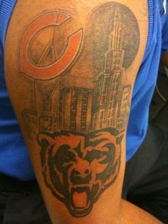 Heiße sexy Frauen mit Chicago Bären Tattoos