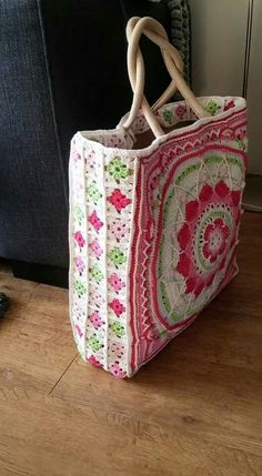 """New Cheap Bags. The location where building and construction meets style, beaded crochet is the act of using beads to decorate crocheted products. """"Crochet"""" is derived fro Bag Crochet, Crochet Shell Stitch, Crochet Handbags, Crochet Purses, Love Crochet, Beautiful Crochet, Crochet Crafts, Crochet Projects, Sac Granny Square"""