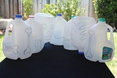Create a glow-in-the-dark skeleton using old milk jugs and hang it up to spook your friends at a Halloween party. Halloween Projects, Fall Halloween, Halloween Party, Halloween Camping, Upcycled Crafts, Recycled Art, Diy Crafts, Hanger Crafts, Old Milk Jugs