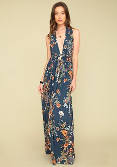 Blue halter maxi dress in floral printed fabric with pleated waist, braided detail and strap, open back and hidden back closure. Partially lined.