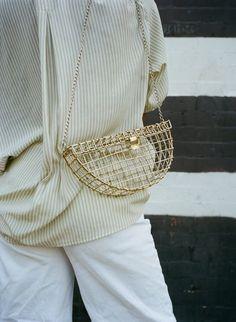 Repérés dans une boutique de Brooklyn alors que la semaine de la mode new…#BAG SINCERELY, TOMMY #cartonmagazine: