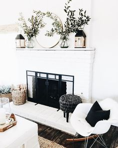 When you live in a city with four seasons, surely you need a fireplace in your home. Fireplace now is not only about warming your home, but also about home decoration. In holiday, decorating the firep Home Living Room, Living Room Decor, Living Room Mantle, Living Area, Fixer Upper Living Room, Cozy Living, Apartment Living, Bedroom Decor, Apartment Decoration