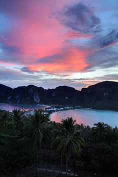 #Koh_Phi_Phi getting #dark for #Night_scene http://directrooms.com/thailand/hotels/koh-phi-phi-hotels/price1.htm