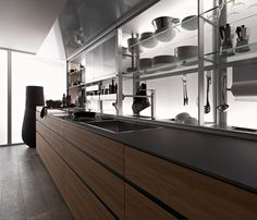 Everything on hand, everything tidy in an instant. After having revolutionised ergonomics by presenting the Logica System in 1996 with its 80 cm depth and equipped back section, Valcucine is now presenting the new equipped back section.