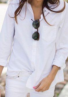 กางเกงยีนส์ขาว เสื้อเชิ้ตขาว แว่นตากันแดด