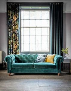 Velvet Chesterfield Sofa - Available in 27 Colours and 2 Sizes For more chesterfield sofas and living room inspiration head over to For more chesterfield sofas and living room inspiration head over to Living Room Green, New Living Room, Living Room Sofa, Living Room Decor, Small Living, Chesterfield Sofas, Chesterfield Living Room, Green Velvet Sofa, Teal Sofa