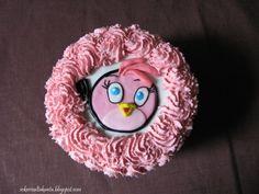 Angry Stella - Sokerivaltakunta-bloggaajan prinsessalle leivottu synttärikakku.http://sokerivaltakunta.blogspot.com