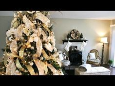 HOW TO DECORATE A CHRISTMAS TREE!! - YouTube