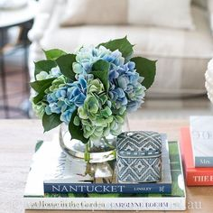 Read the article stretched country style home decor southern living Country Kitchen Flooring, Home Decor Kitchen, Hamptons Style Decor, The Hamptons, Coffee Table Styling, Decorating Coffee Tables, Home Fashion, Blue Hydrangea, Hydrangeas