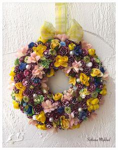 """Couronne décorative """"Lilou """". Couronne porte d'entrée. Déco fete, maison : Accessoires de maison par perles-et-couronnes"""