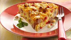 Ce délicieux déjeuner à la saucisse et aux oeufs est facile comme tout à préparer lorsqu'il est cuit dans un seul moule.