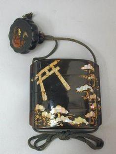 Inro Vue du portique du sanctuaire de Sumiyoshi-jinja | Centre de documentation des musées - Les Arts Décoratifs