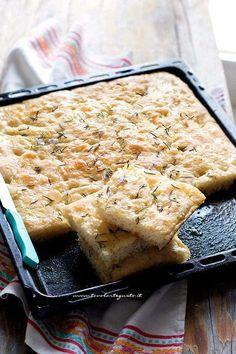 Focaccia morbida: Ricetta base come fare la Focaccia perfetta! (Veloce) Focaccia Pizza, Fast And Slow, Salty Cake, Bread And Pastries, Savoury Cake, Sweet And Salty, I Foods, Food Inspiration, Italian Recipes