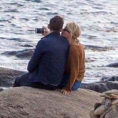 BREAKING NEWS: Taylor Swift & Tom Hiddleston seen kissing on a beach in Rhode Island.