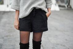 CUISSARDES // SHORT EN DAIM // PULL LARGE // MANTEAU OVERSIZE Short Noir, Suede Shorts, Plaid Coat, Over The Knee Boots, Pull, Casual Shorts, Short Dresses, Dressing, Fashion Looks