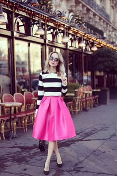 saia midi pink e blusa listrada