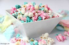 Candy Popcorn Cotton Candy Popcorn - Candy coated popcorn recipe with sprinkles and real cotton candy pieces!Cotton Candy Popcorn - Candy coated popcorn recipe with sprinkles and real cotton candy pieces! Candy Coated Popcorn Recipe, Candy Popcorn, Popcorn Recipes, Popcorn Balls, Gourmet Popcorn, Faire Du Pop Corn, Ranch Chicken Salad Recipe, Cotton Candy Fudge, Bebe Shower